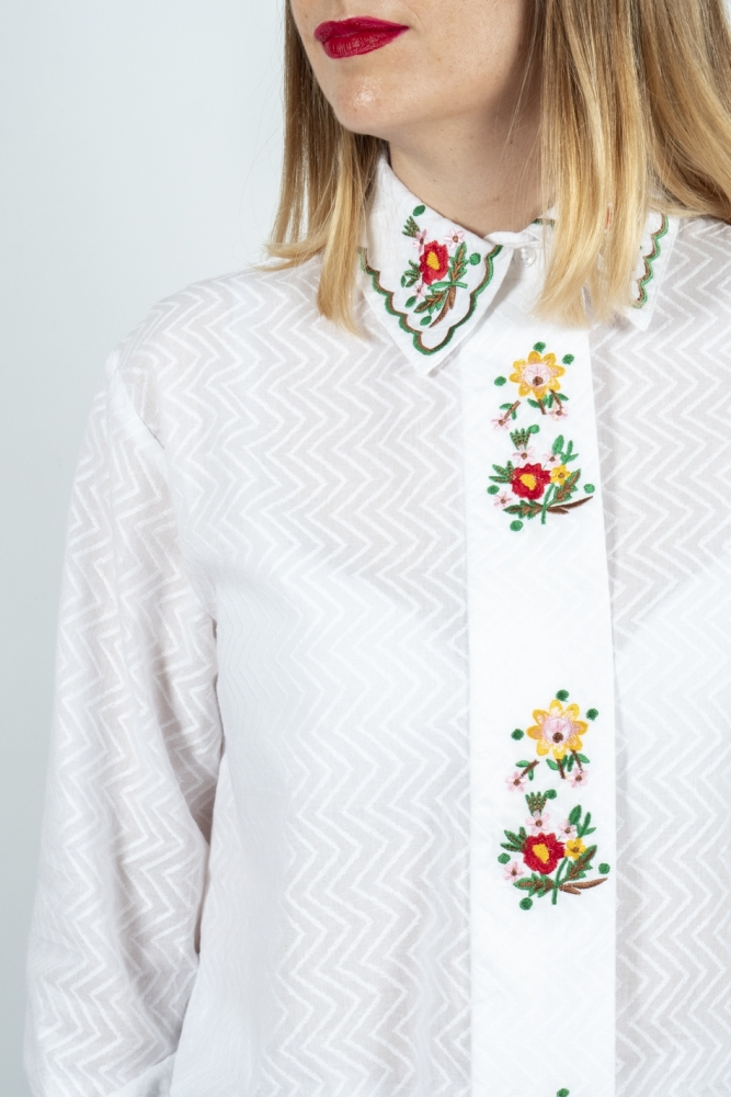 camisa blanca flores bordadas Wild Pony la boheme palencia